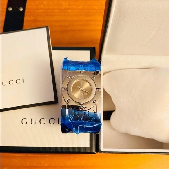 🕰🕰🕰Authentic GUCCI Women's Watch/Bangle